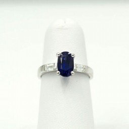 A 2.88ct Oval Cut Sapphire Ring,
